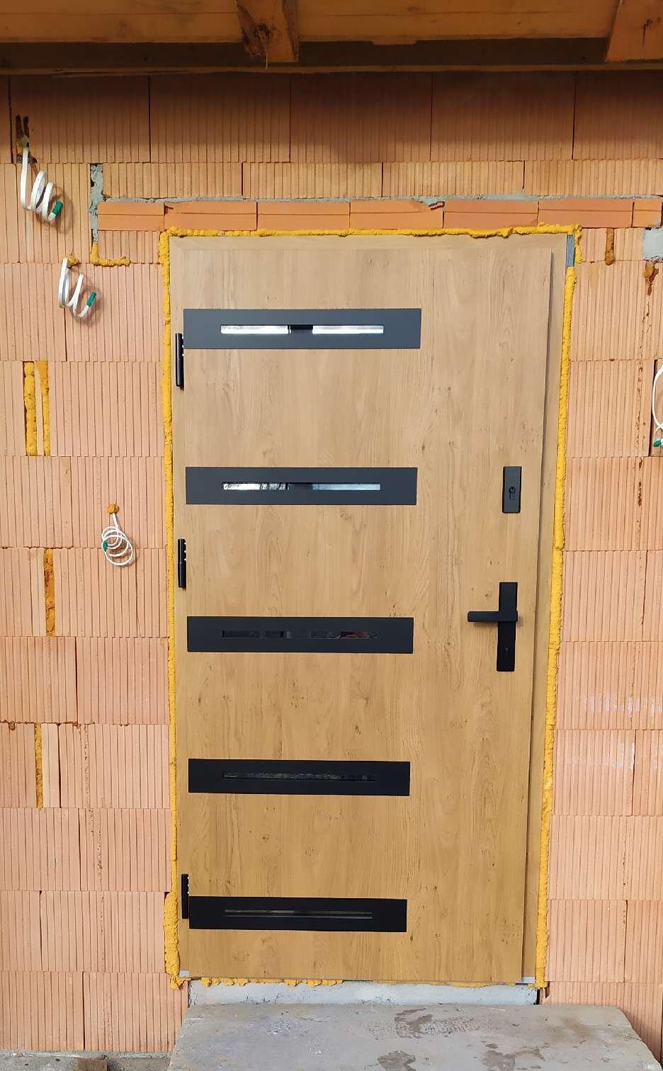 Drzwi Wikęd, model Optimum z ciepłą ościeżnicą termo, wzór 39B. Kolor Winchester